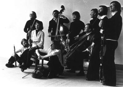 Gruppedebillede af Esbjerg Ensembles musikere fra 1977